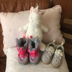 Toddler Girls Bundle of 6T Nike Shoes